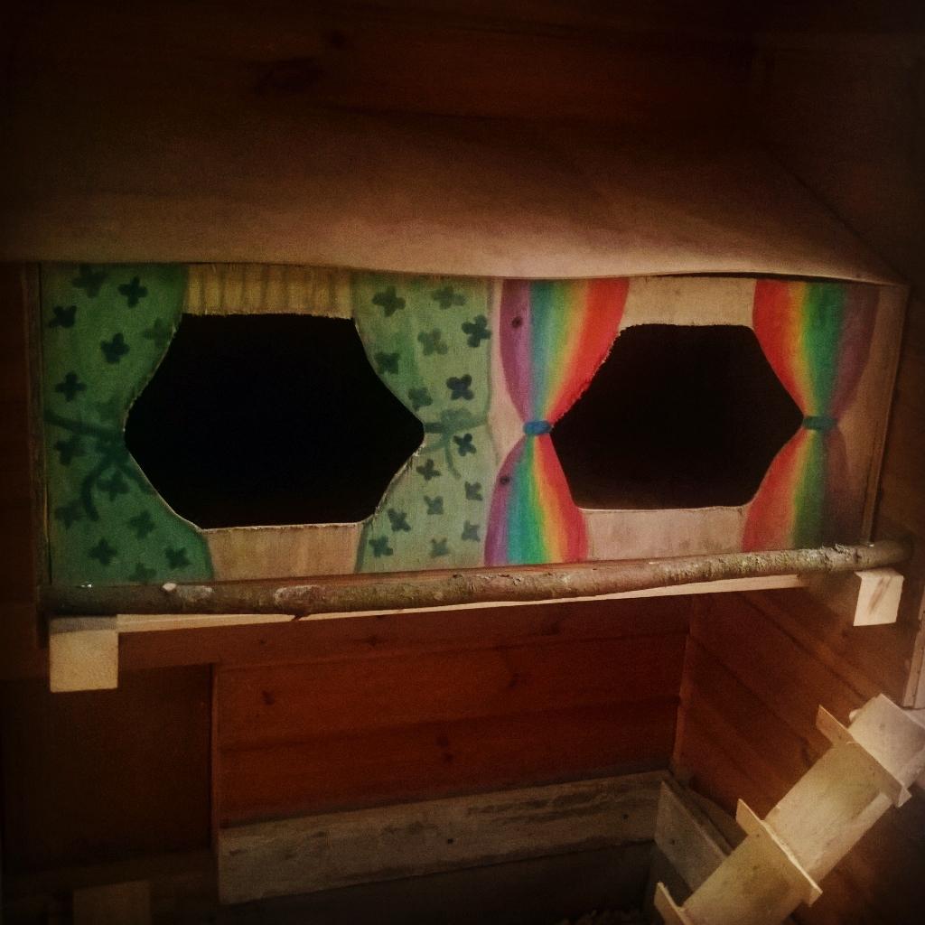 Leikkimökistä kanala - munintapesät