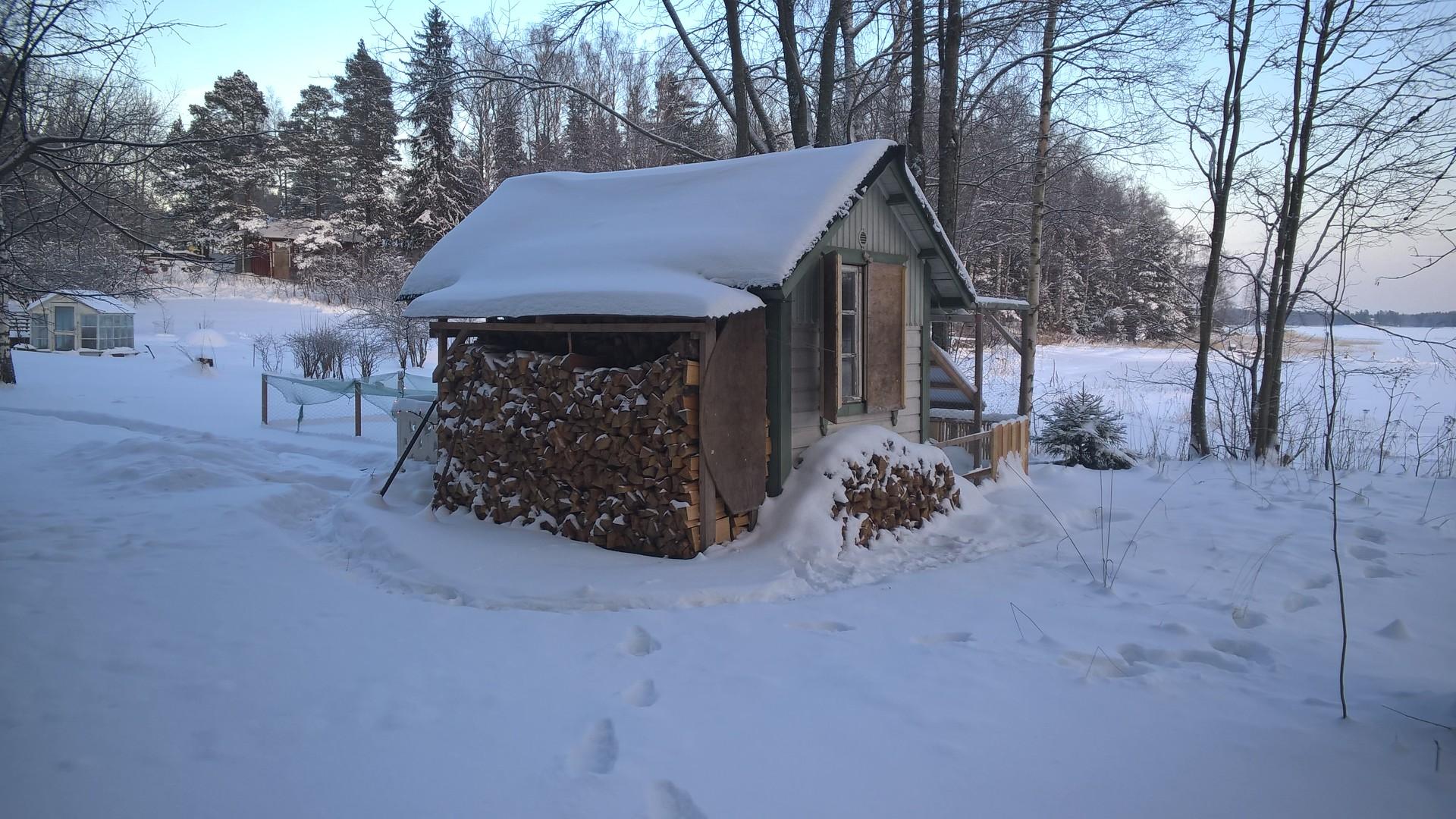 Kanala talvella - lunta katolla