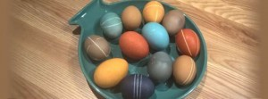Värjää kananmunat luonnollisesti