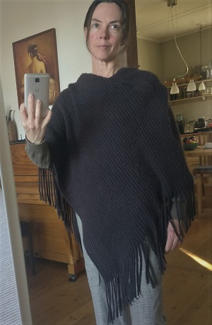 Shopping second-hand poncho